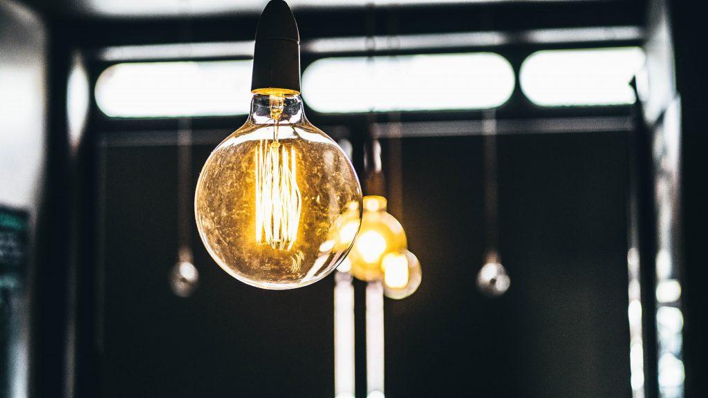 Une grosse ampoule à filament